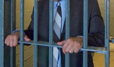 engravatado preso